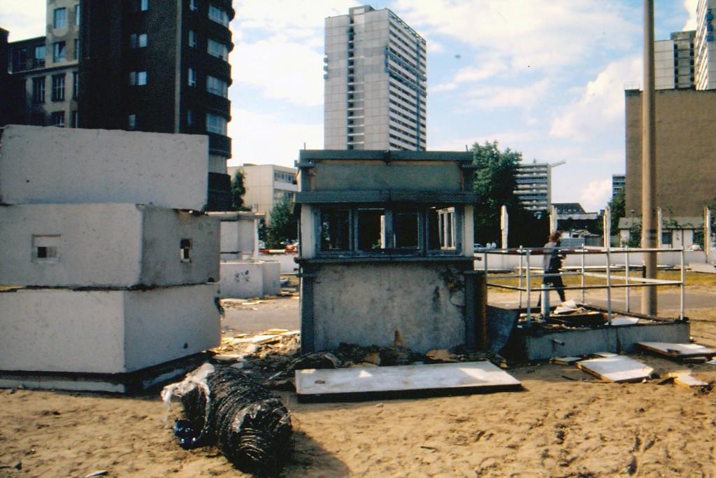 Abgebauter Wachturm an der Grenze zu Kreuzberg. Foto: Ulrich Horb