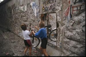 Mauerdurchbruch 1990. Foto: Ulrich Horb