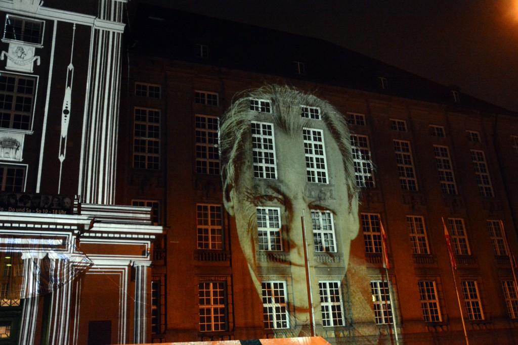 Projektion von Willy Brandt am Rathaus Schöneberg 2015. Foto: Ulrich Horb