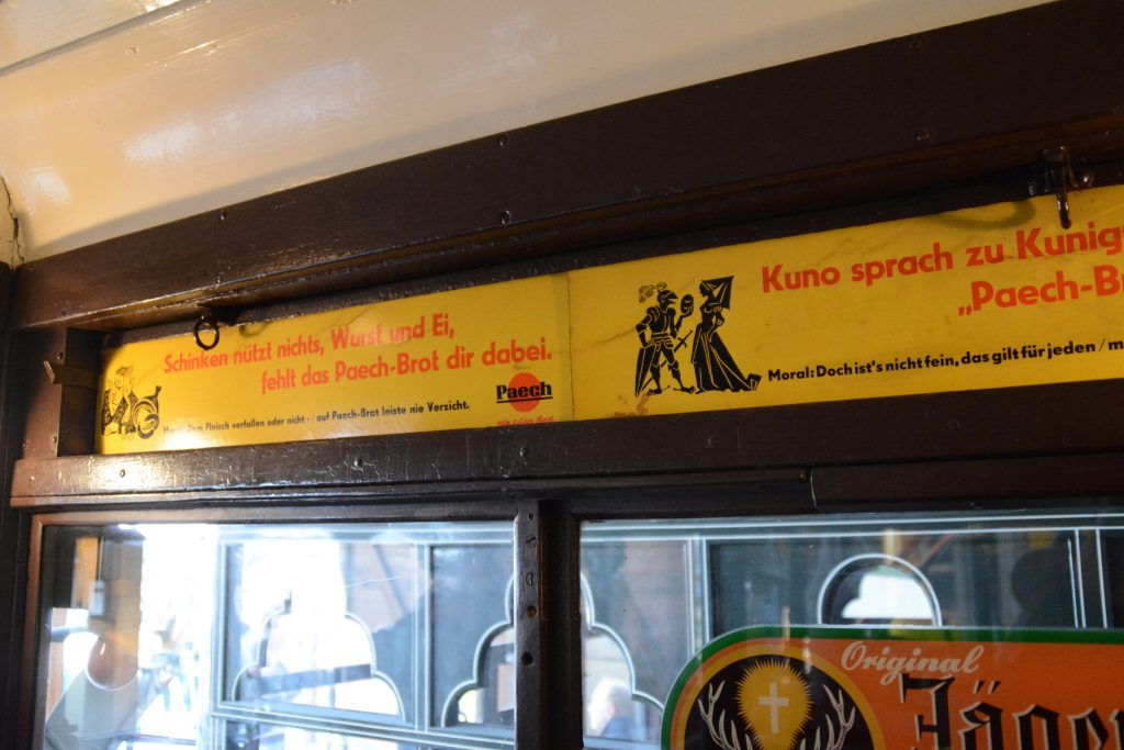 U-Bahn-Werbung im Depot für Kommunalverkehr in Berlin-Schöneberg. Foto: Ulrich Horb