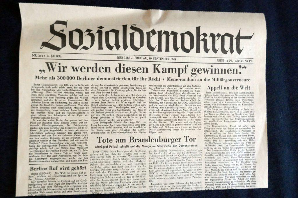 """Zeitung der Berliner SPD 1946: """"Sozialdemokrat"""". Foto: Ulrich Horb"""