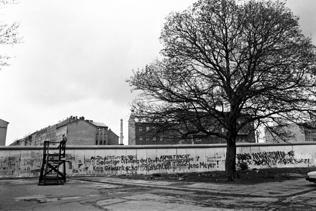 Mauer am Mariannenplatz. Foto: Ulrich Horb