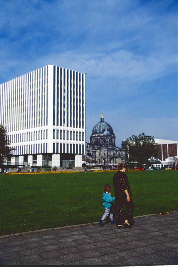 Ehemaliges DDR-Außenministerium und Palast der Republik. Foto: Ulrich Horb