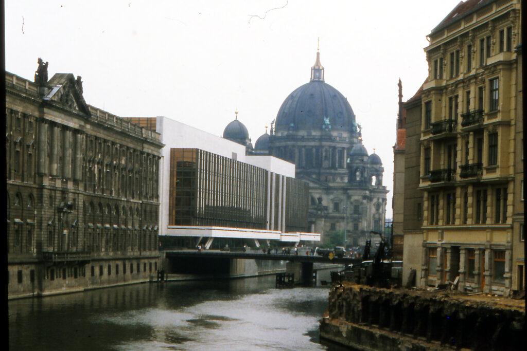 Spree mit Palast der Republik. Foto: Archiv Ulrich Horb