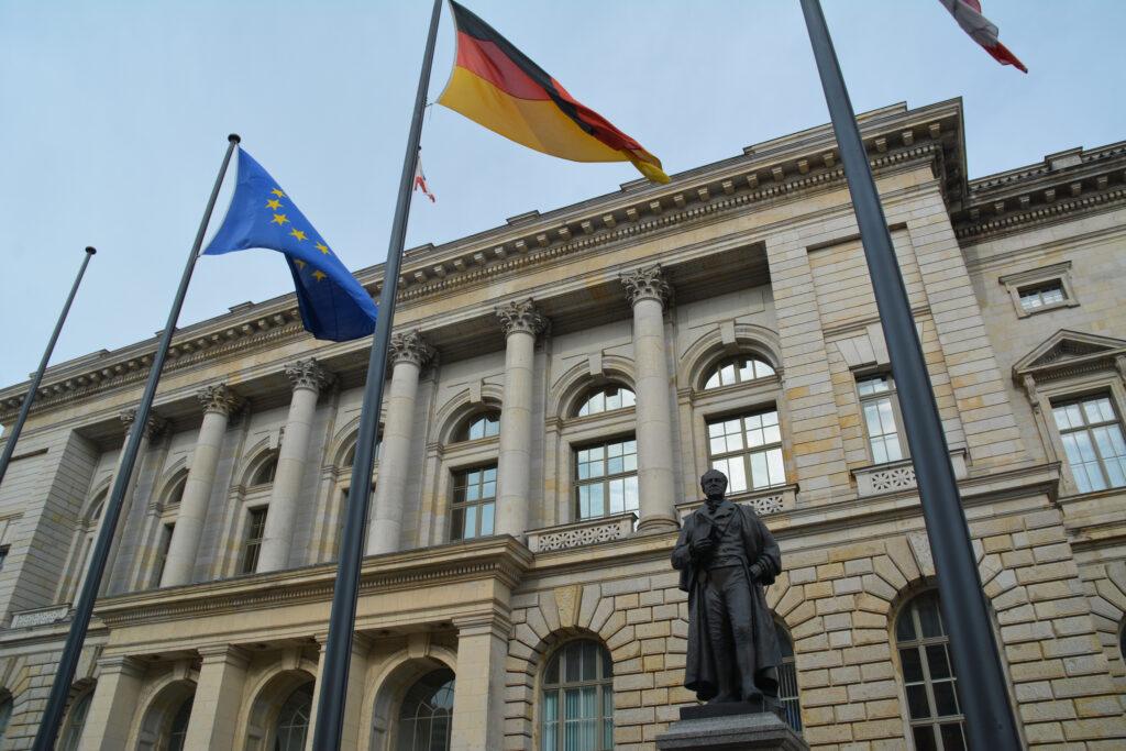 Abgeordnetenhaus von Berlin: Eingang Niederkirchnerstraße. Foto: Ulrich Horb