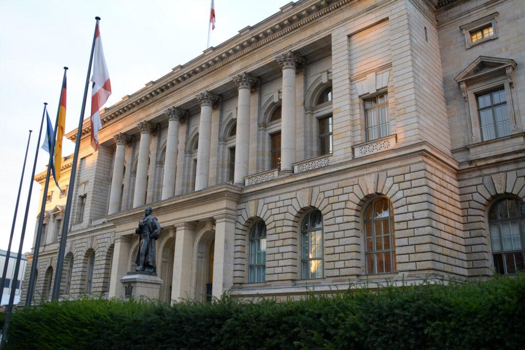 Abgeordnetenhaus von Berlin Eingang an der Niederkirchnerstraße. Foto: Ulrich Horb