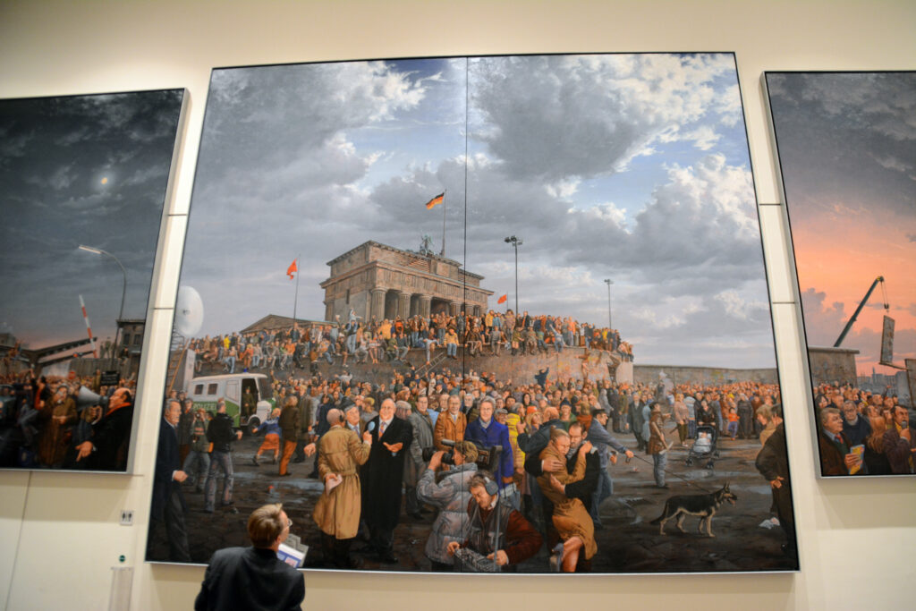 Abgeordnetenhaus von Berlin: Blick in den Innenbereich. Gemäldesammlung - Arbeit von Matthias Koeppel. Foto: Ulrich Horb
