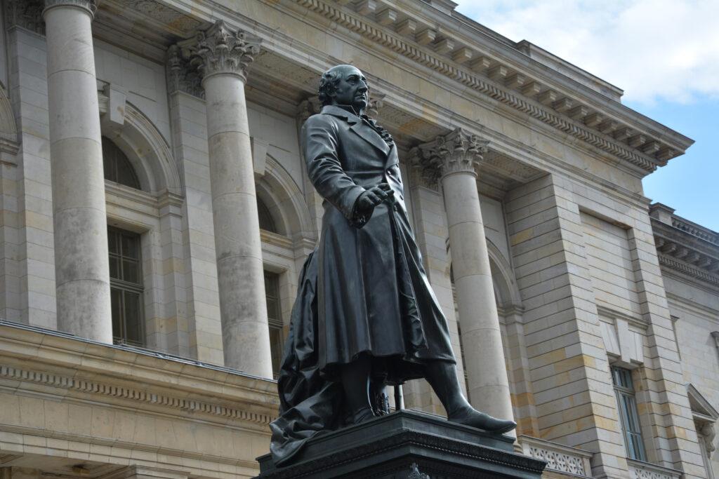 Denkmal für Freiherr vom Stein vor dem Berliner Abgeordnetenhaus. Foto: Ulrich Horb