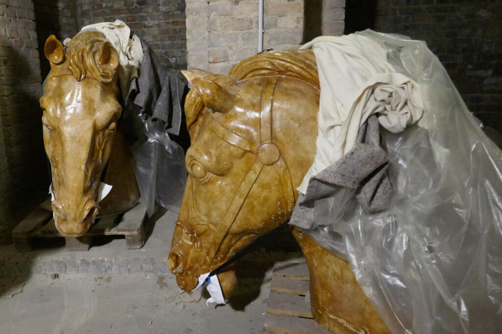 Abguss von Pferdeköpfen der Quadriga auf dem Brandenburger Tor. Foto: Ulrich Horb