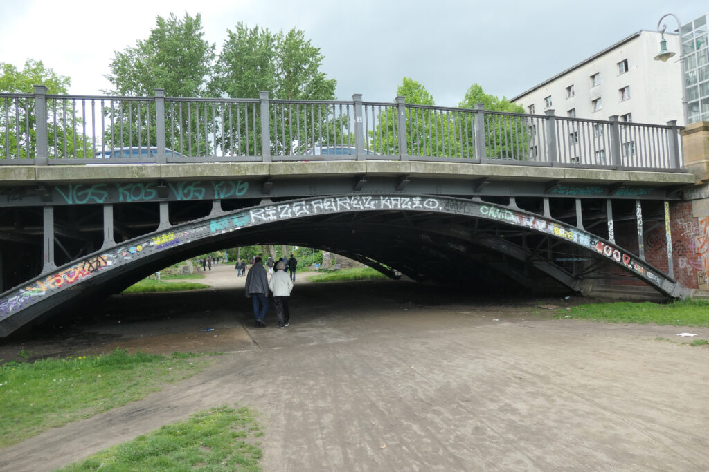 Noch erhaltene Brücke über den Luisenstädtischen Kanal. Foto: Ulrich Horb