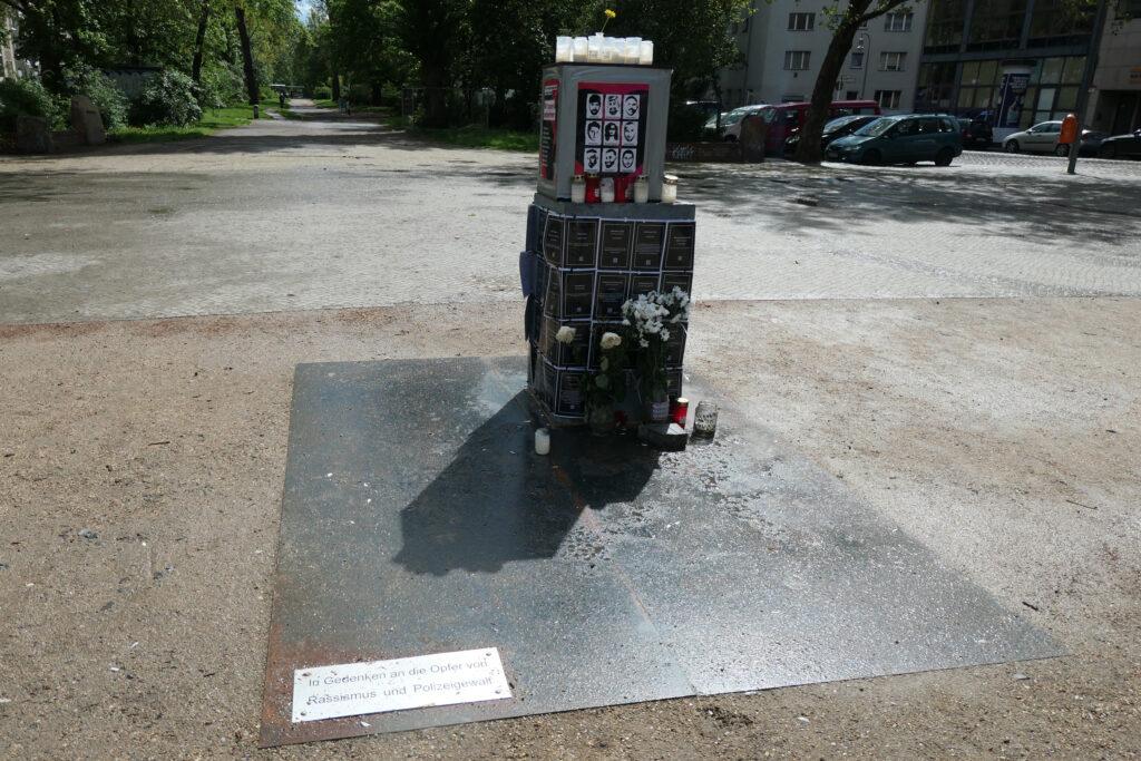 Mahnmal für die Opfer von Rassismus und Polizeigewalt am Oranienplatz. Foto: Ulrich Horb