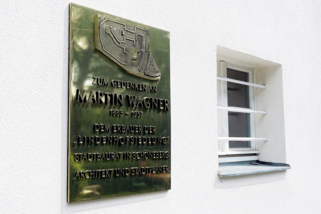 Gedenktafel für den Architekten Martin Wagner. Foto: Ulrich Horb