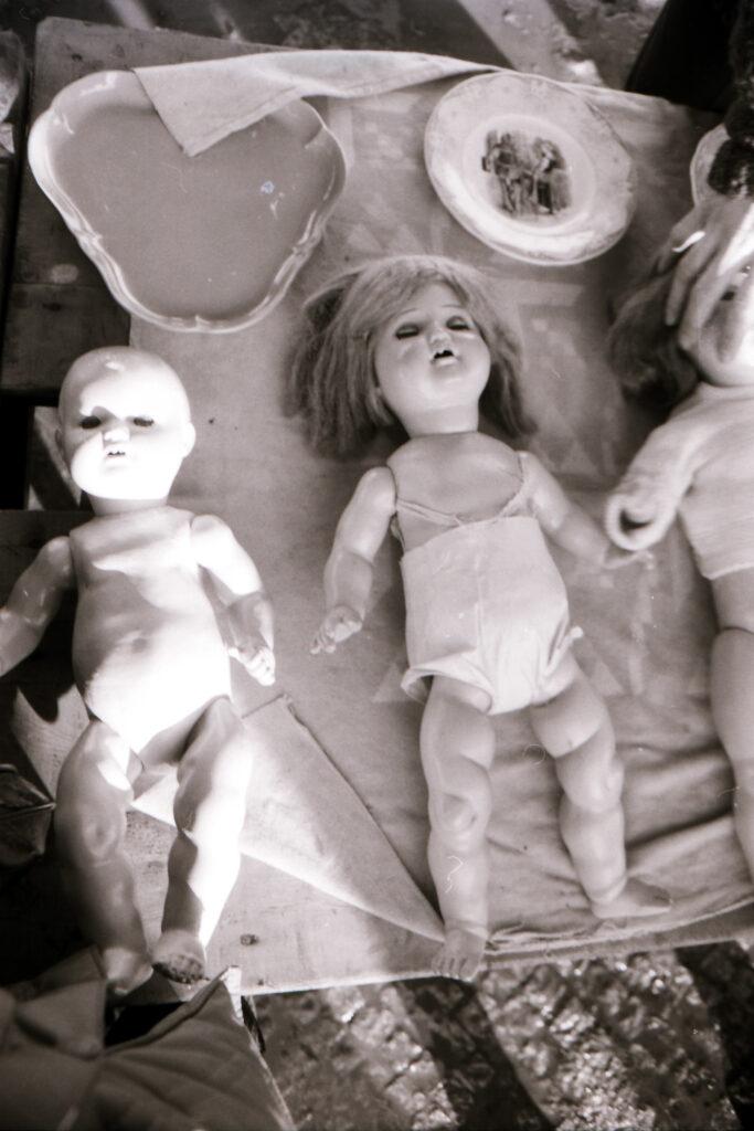 Puppen auf dem Krempelmarkt am Reichpietschufer 1982. Foto: Ulrich Horb