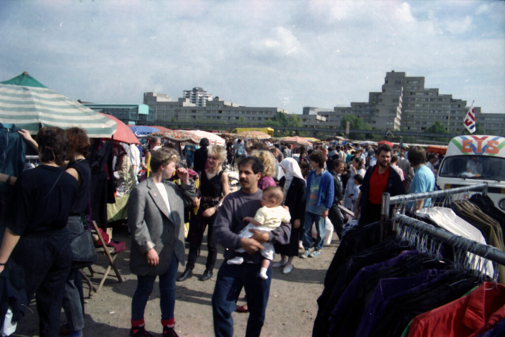 Krempelmarkt am Reichpietschufer 1990. Foto: Ulrich Horb