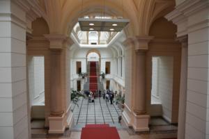 Atrium: Eingangsbereich des Berliner Abgeordnetenhauses. Foto: Ulrich Horb